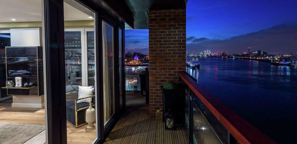 Royal Arsenal Riverside Balcony royal arsenal riverside Royal Arsenal Riverside | Showflat Hotline +65 6100 7122 Royal Arsenal London Balcony
